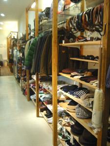 店内服飾ゾーン HRMのレア物も多数ディスプレイしてます